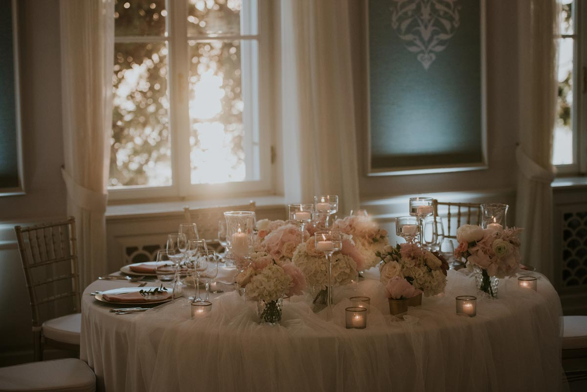 Wedding decoration and flowers highlight the wedding venue's attributes.