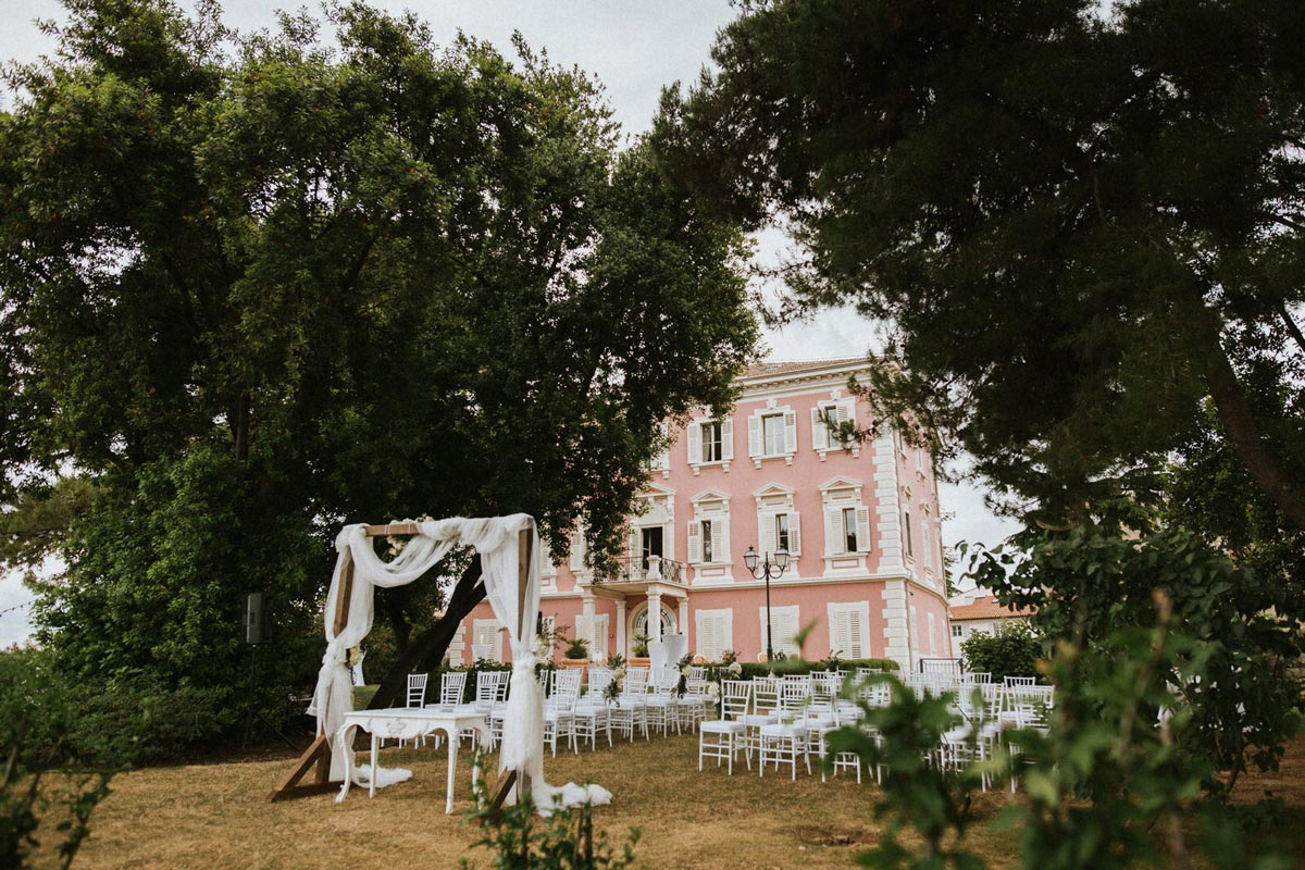 Wedding ceremony in front of the authentic Istrian villa in the shade of the trees.